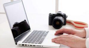 カメラとノートパソコン